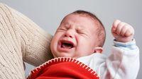 Berbagai Penyebab Bayi Menangis Saat Minum ASI