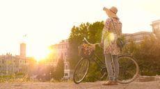 Naik Sepeda Saat Hamil Amankah? Ini Kata Dokter