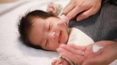 Muncul Ruam Setelah Bayi Minum Susu, Bagaimana Mengatasinya?