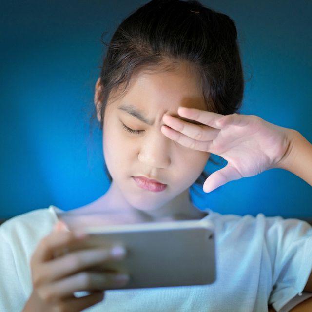Ini 3 Bahaya Sinar Biru dari Gadget bagi Mata Anda