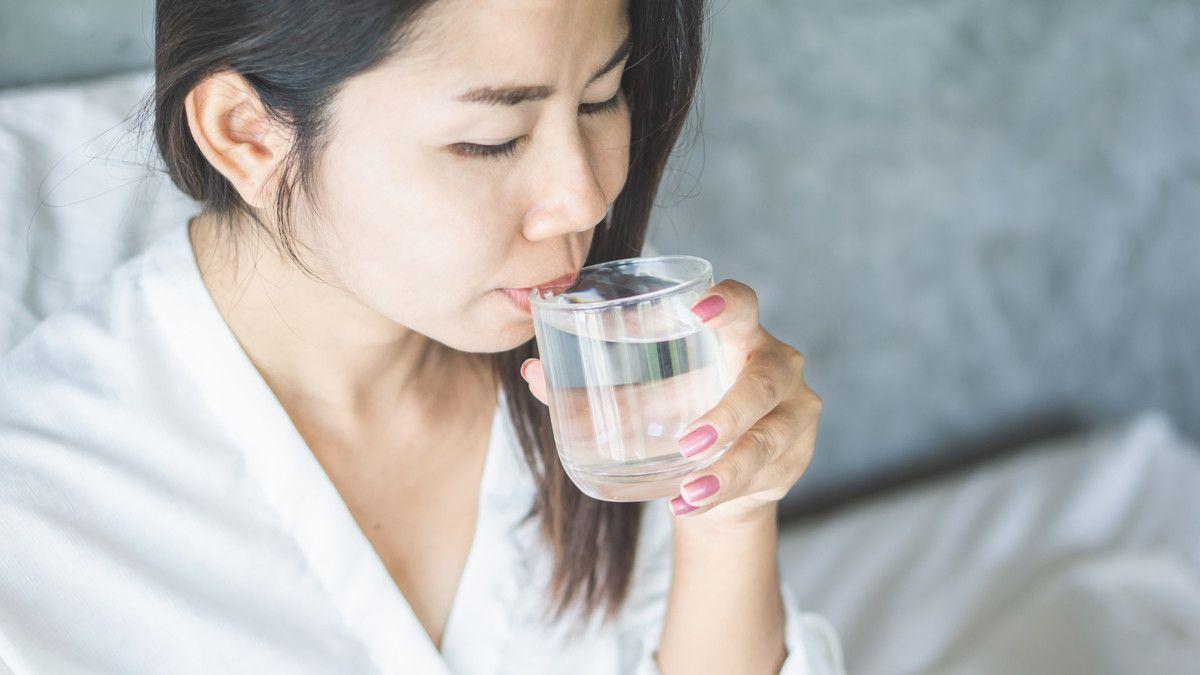 3 Manfaat Minum Air Hangat Bagi Pencernaan Tubuh Apa Saja