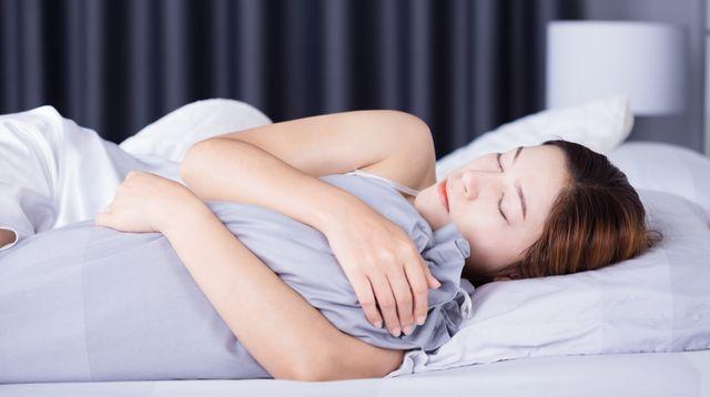 Tidur Pakai Guling Bisa Bermanfaat bagi Kondisi Kesehatan Berikut