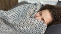 Kabar Baik, Tidur dengan Selimut tebal Efektif Redakan Cemas