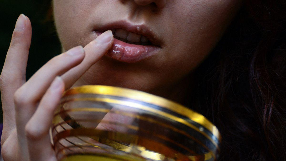 Mau Bibir Merah Alami Coba Pakai Minyak Zaitun