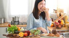 Daftar Asupan Nutrisi Makro & Mikro yang Wajib Dikonsumsi Ibu Menyusui (Chomplearn/Shutterstock)