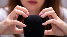 Ini Alasan Mengapa Anda Bisa Terangsang saat Dengar Rekaman ASMR