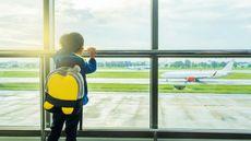 Saat Anak Naik Pesawat Sendirian, Persiapkan Ini (SSARET YATSOMBOON/Shutterstock)