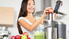 Diet Detoks Hanya dengan Minum Jus Buah, Amankah? (Maridav/shutterstock)