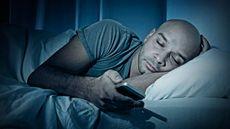 Kecanduan Telepon Genggam? Hati-Hati Serangan Sleep Texting