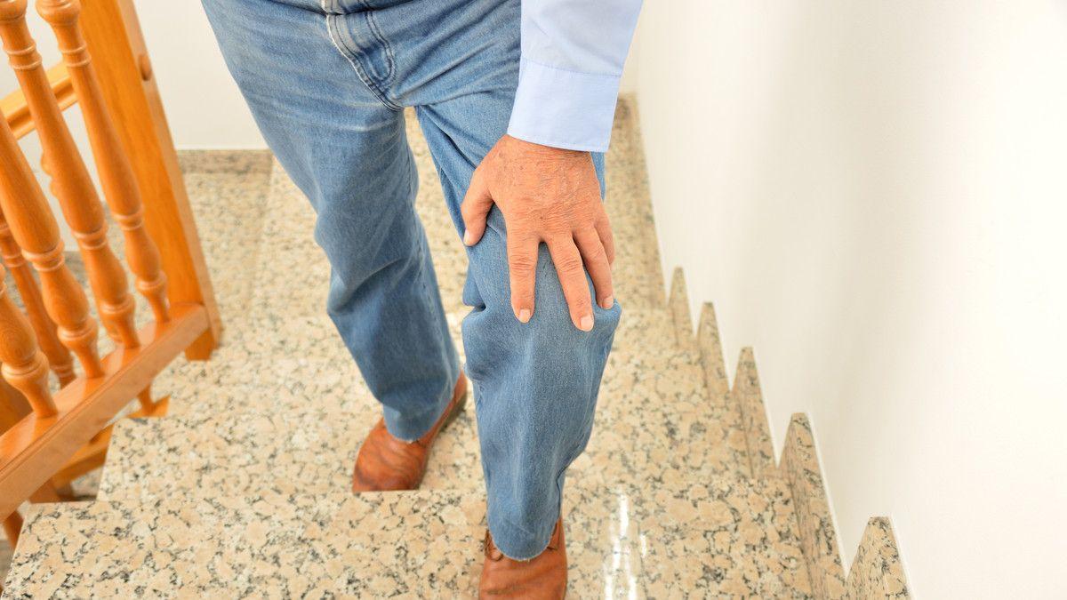 Ternyata, Ini Penyebab Lutut Sakit Saat Naik Tangga