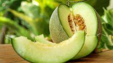 Menilik Manfaat Melon untuk Ibu Hamil