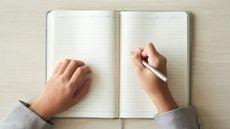 Yuk, Atasi Stres dengan Rutin Journaling! (Foto: pressfoto/Freepik)