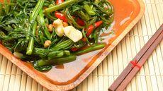 Benarkah Makan Kangkung Saat Sahur Bikin Ngantuk? (mayura-benjarattanapakee/Shutterstock)