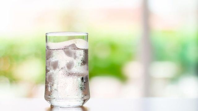 Minum Air Dingin Bikin Gemuk, Mitos atau Fakta?