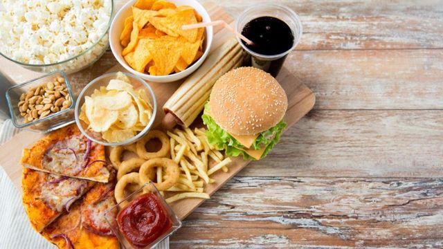 Dampak Buruk Makan Junk Food bagi Tumbuh Kembang Anak