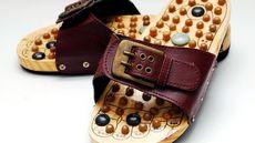 Efektifkah Sandal Refleksologi Atasi Keluhan Rematik?