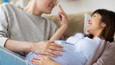 Sederet Manfaat Berhubungan Intim saat Hamil