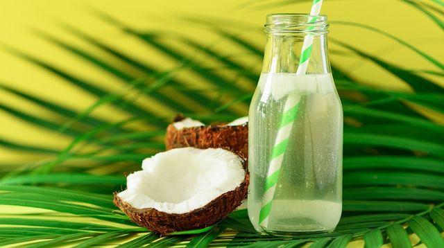 Minum Air Kelapa, Benarkah Bisa Memperlancar Haid?