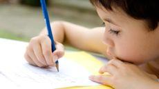 Tulisan Tangan Anak Jelek, Orang Tua Perlu Lakukan Ini