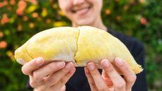Benarkah Kulit Durian Bisa Atasi Jerawat? Ini Kata Dokter