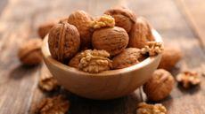 Manfaat Konsumsi Kacang Kenari untuk Kecantikan Kulit