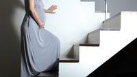 Naik Turun Tangga saat Hamil, Kapan Sebaiknya Boleh Dilakukan?