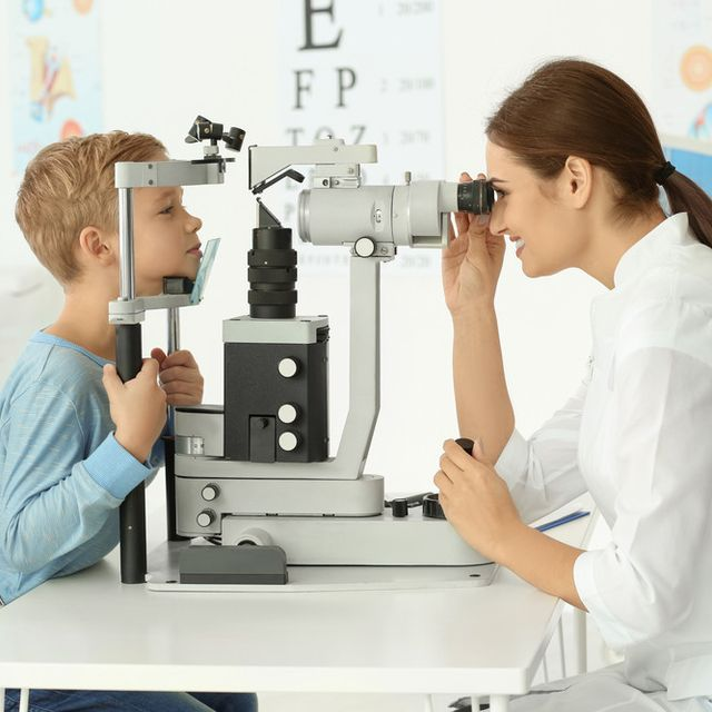 Kenali 6 Gejala Gangguan Penglihatan Pada Anak