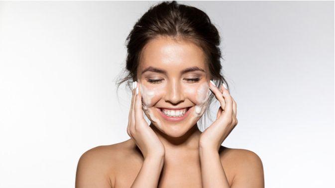 Perlukah Bersihkan Wajah dengan Metode Double Cleansing?