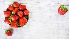 Mengenal Manfaat Stroberi untuk Mengatasi Sembelit