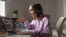 Masih Sekolah Online, Ini Cara Remaja Kenalan dengan Teman Sekelas Baru!