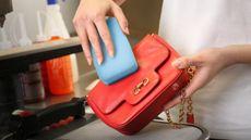 Supaya Tetap Higienis, Ini Waktu yang Tepat untuk Membersihkan Tas Anda!