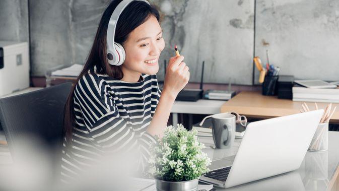 5 Manfaat Mendengarkan Musik saat Bekerja