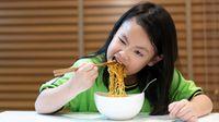 Ini Akibatnya Jika Anak Konsumsi Mi Instan Berlebihan (Poh-Smith/Shutterstock)